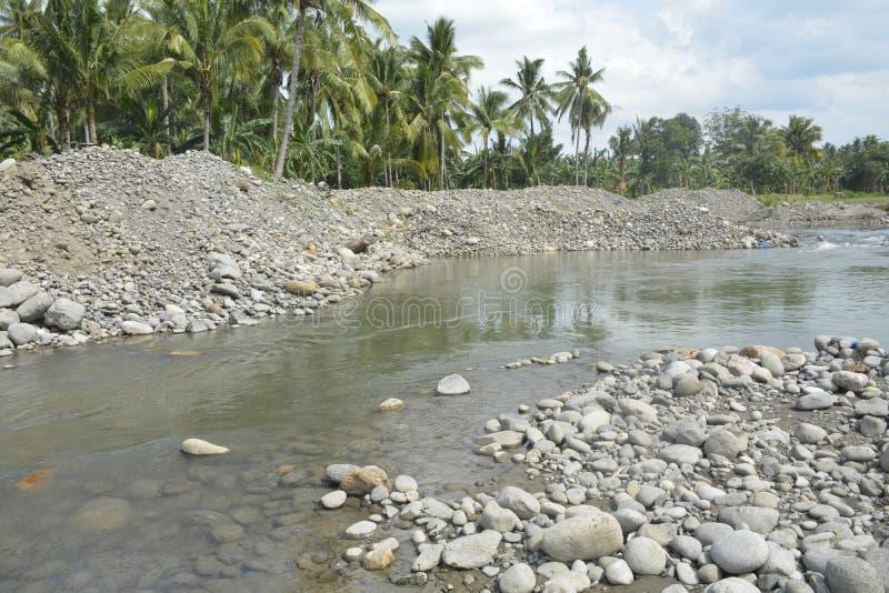 Теките песок на русло реки Mal, Matanao, Davao del Sur, Филиппины стоковые изображения