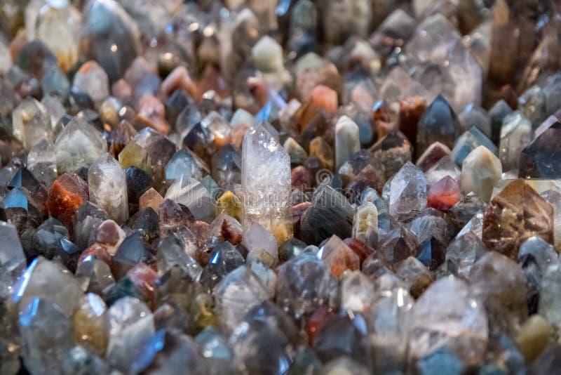 Текстура белого кварца естественная каменная, конец предпосылки поверхности драгоценной камня вверх стоковое фото
