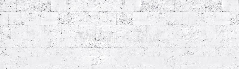 Текстура белой кирпичной стены туфа широкая Побеленная предпосылка грубого каменного masonry блока панорамная бесплатная иллюстрация