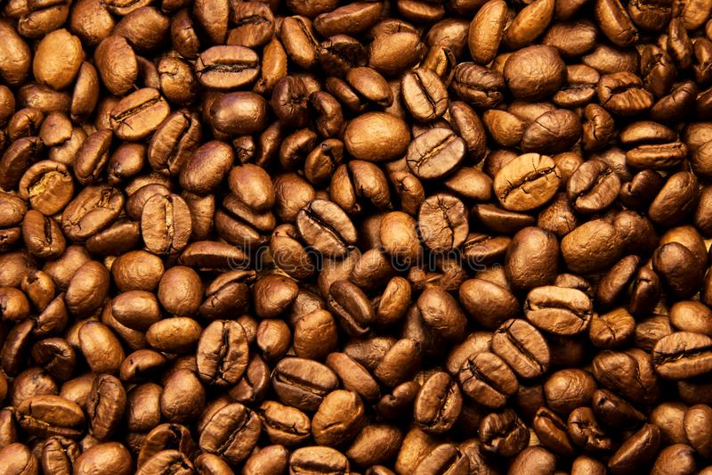 текстура близкого кофе горизонтальная вверх Зажаренные в духовке кофейные зерна как обои предпосылки Иллюстрация фасоли cofee кра стоковое фото