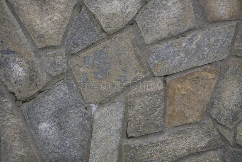 Текстура каменной стены, белые камни в парке Декоративная предпосылка камней, текстура камешков в различных размерах и цвета стоковое изображение