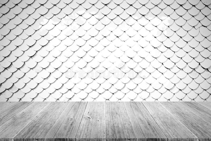 Текстура крыши плитки, процесс в белом цвете с деревянным острословием террасы стоковое фото