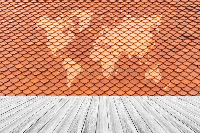 Текстура крыши плитки, с белой деревянной картой террасы и мира стоковые изображения