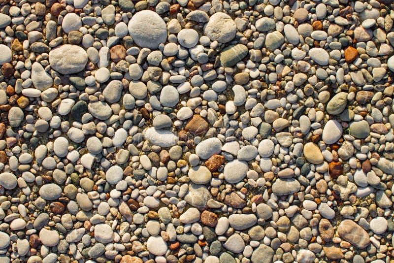 Текстура небольших камешков и камней моря стоковые фото