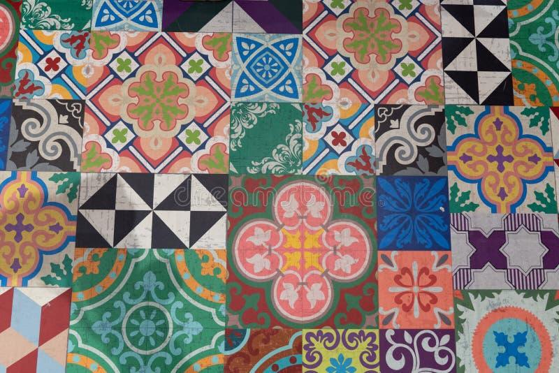 Текстура плитки традиционных богато украшенных португальских декоративных azulejos плиток винтажная стоковые фотографии rf