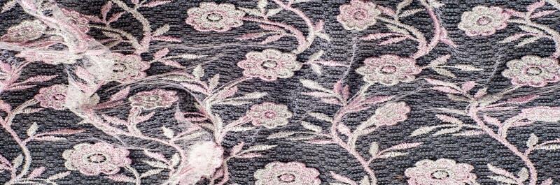 Текстура, предпосылка, картина Розовый шнурок украшенный с цветками o стоковые изображения