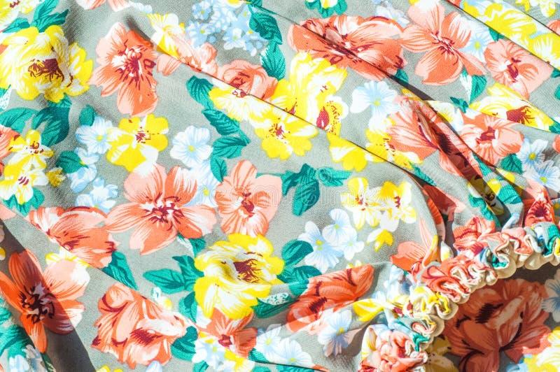 Текстура, предпосылка, картина Юбка девушки Silk ткань с flo стоковое фото