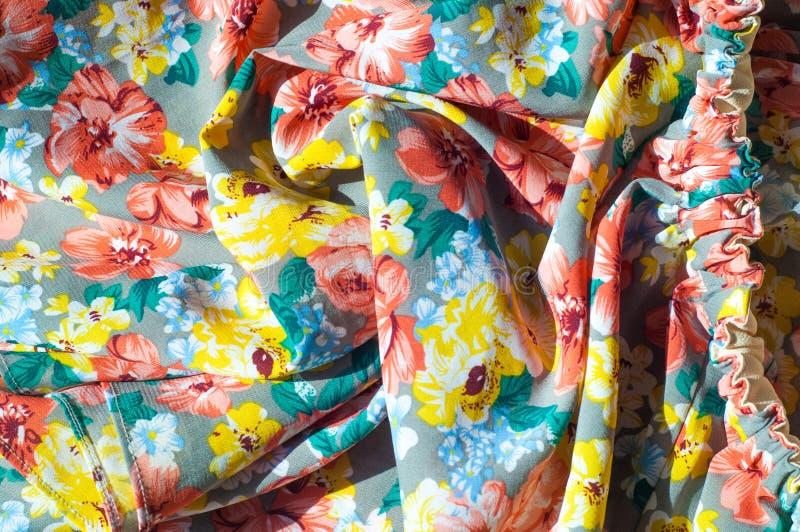 Текстура, предпосылка, картина Юбка девушки Silk ткань с flo стоковая фотография