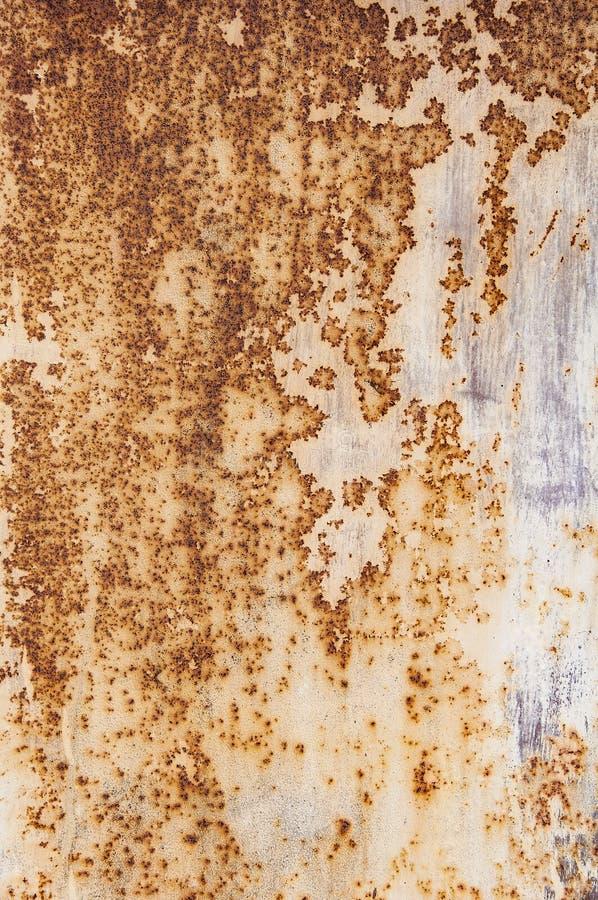 Текстура предпосылки старого ржавого поврежденного металла Остатки пестротканой краски на листе утюга иллюстрация штока