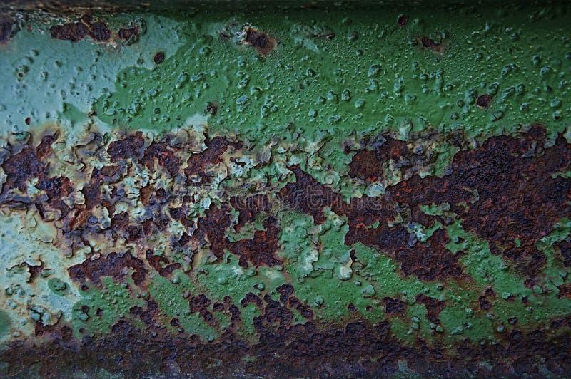 Текстура ржавчины, на фоне зеленой, закопченной краски стоковые фотографии rf