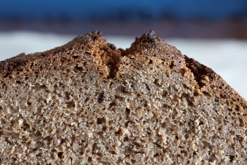 Текстура свеже испеченное деревенского, хлеб крупного плана рож sourdough стоковые фотографии rf