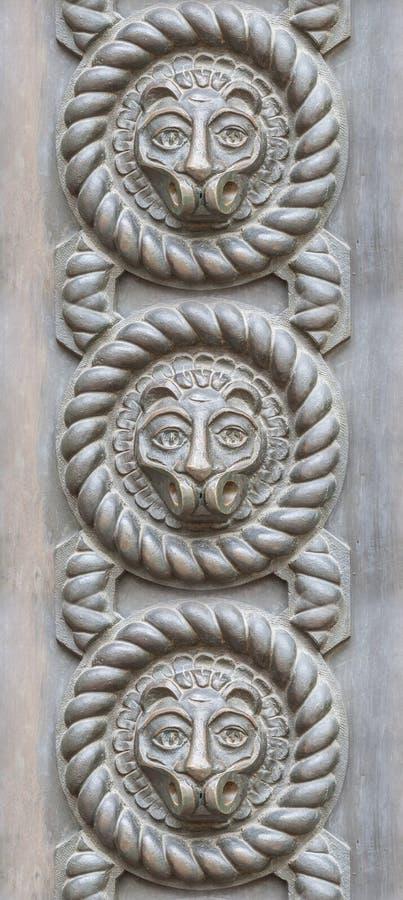 Текстура старого железного строба с eleme оформления головы льва стоковое фото rf
