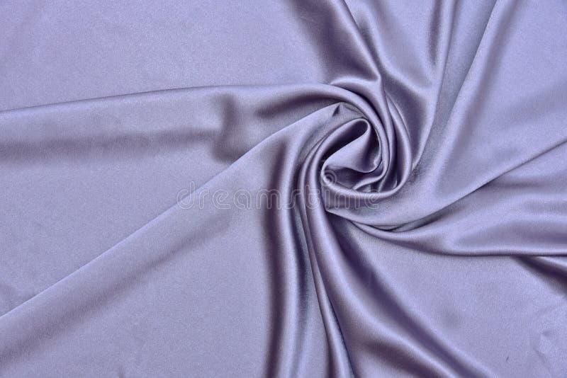 Текстура ткани ткани красивого ровного элегантного волнистого шелка сатинировки фиолета пурпурного роскошная, абстрактный дизайн  стоковое изображение rf