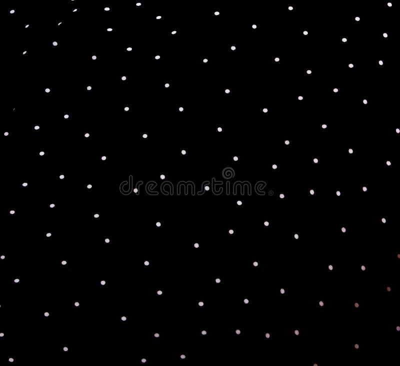 Текстура silk ткани Справочная информация белые точки польки на черной предпосылке Чувствительная черно-белая шелковистая ткань,  стоковое изображение rf