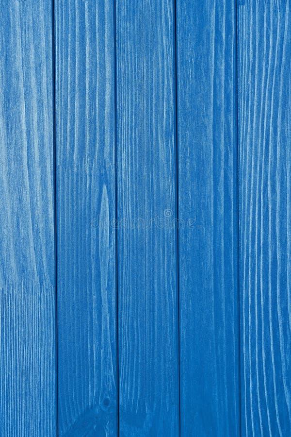 Текстурированная деревянная поверхность яркого голубого цвета стоковые изображения