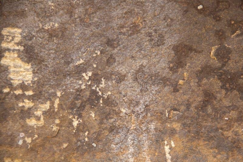 Текстурированная и зернистая естественная предпосылка песчаника с интересными splotches изменения и света цвета стоковые фото