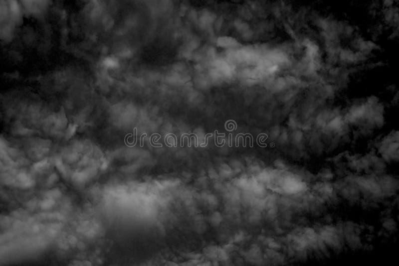Текстурированное облако,Абстрактное черное,изолированное на черном фоне стоковые фотографии rf