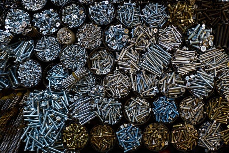 Текстурируйте много опарников с различными болтами металла стоковые изображения rf