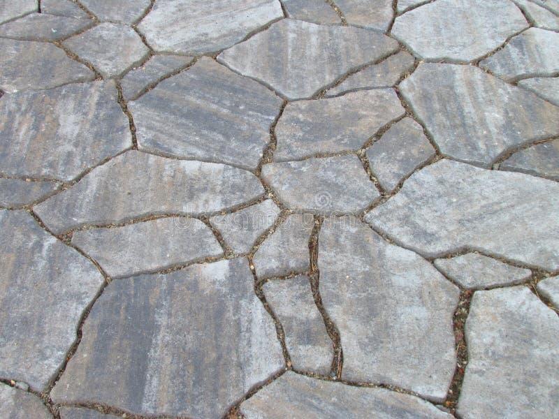 Текстурируйте серую естественную каменную мостоваую сада, декоративную мозаику стоковое фото