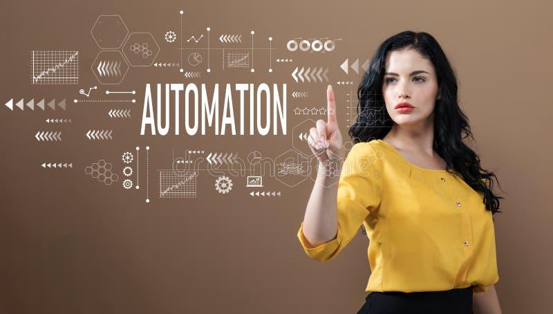 Текст автоматизации с бизнес-леди стоковое изображение rf