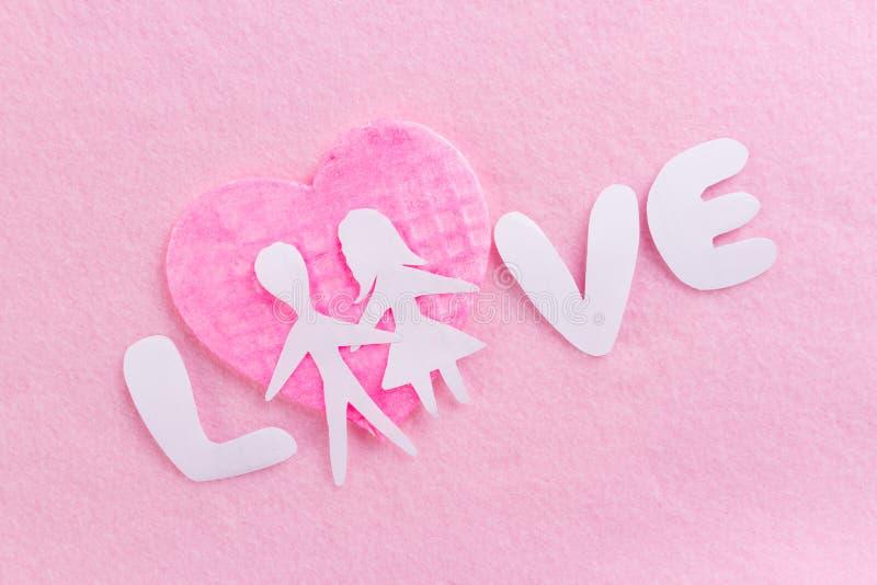 Текст ВЛЮБЛЕННОСТИ на розовой предпосылке стоковое изображение