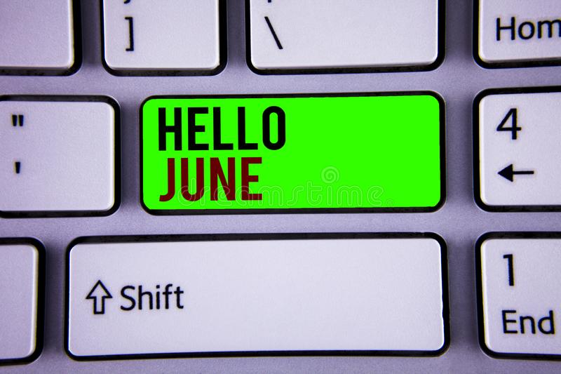 Текст здравствуйте! июнь сочинительства слова Концепция дела для начинать новое сообщение май месяца над начинать лета стоковые фото