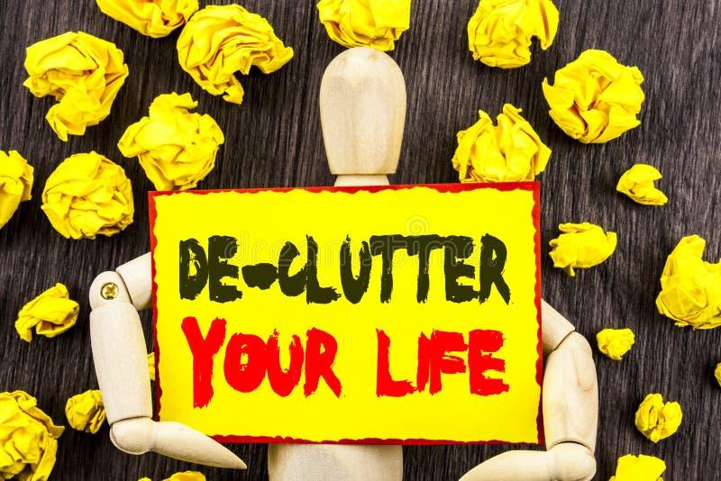 Текст объявления показывая Де-местным помехам вашу жизнь Концепция знача свободно меньше режима хаоса свежего чистого написанного стоковые фото