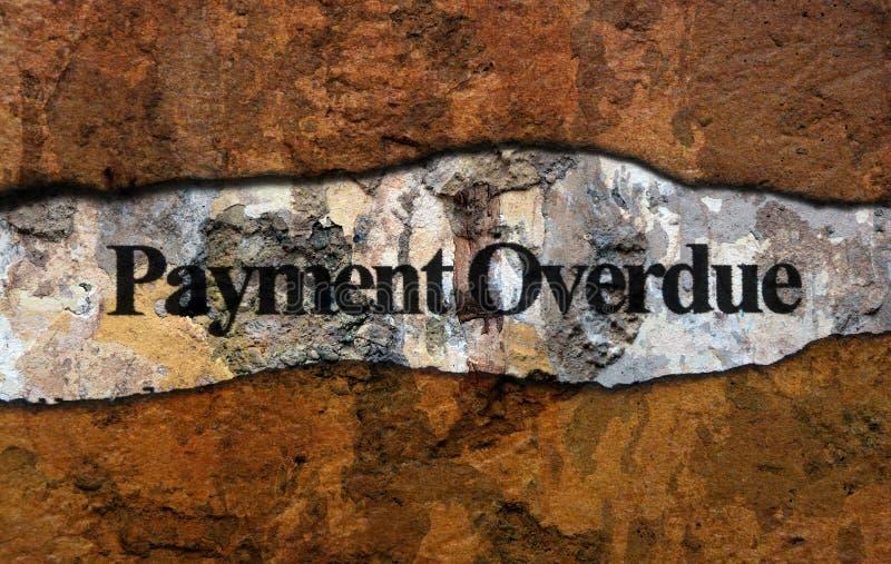 Текст оплаты просроченный на стене стоковое изображение rf