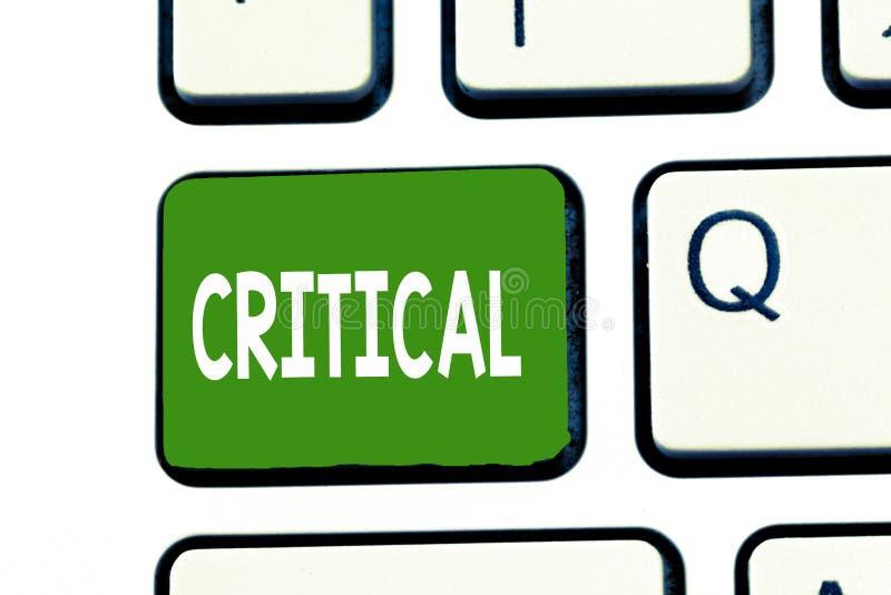 Текст сочинительства слова критический Концепция дела для выражать неблагоприятное осуждая разочарование суждений комментариев стоковое изображение