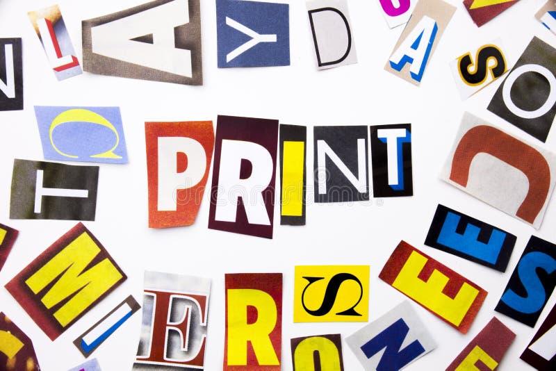 Текст сочинительства слова показывая концепцию печати сделанную различного письма газеты кассеты в случай дела на белой предпосыл стоковые фотографии rf