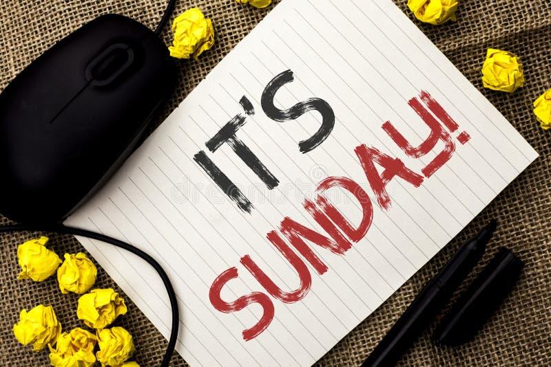 Текст сочинительства слова свой звонок воскресенья Концепция дела для Relax наслаждается ослаблять дня отдыха каникул выходных пр стоковые фотографии rf