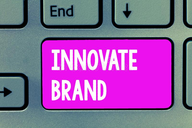 Текст сочинительства слова Innovate бренд Концепция дела для значительно, который нужно innovate продукты, обслуживания и больше стоковые фото