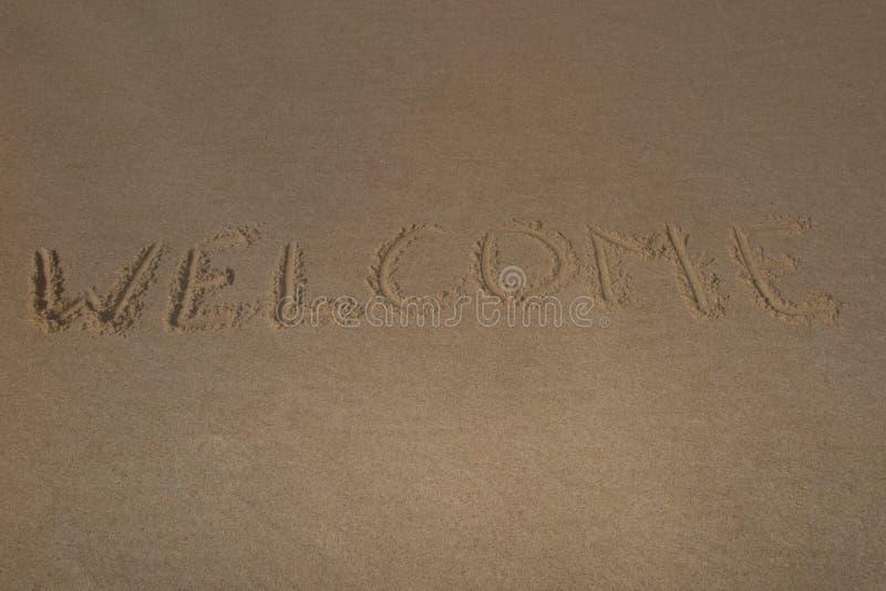 Текст & x22; welcome& x22; на песке пляжа стоковое фото rf
