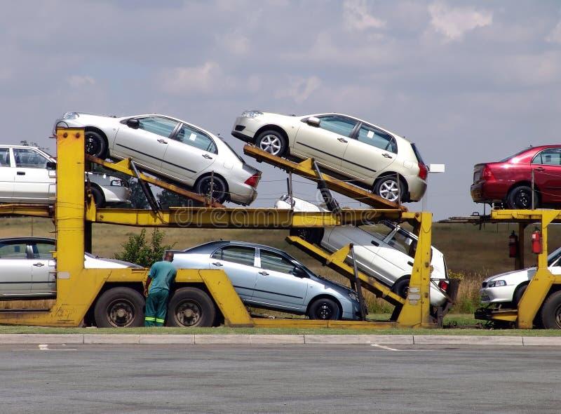 тележка нагрузки автомобилей стоковая фотография rf