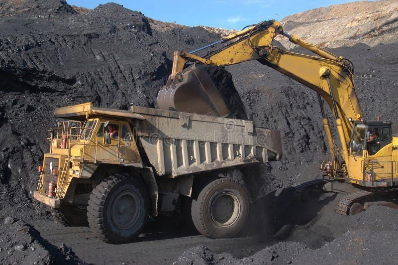 тележка нагрузки угля стоковая фотография rf