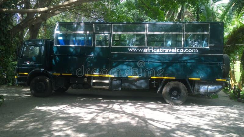 Тележка сафари готовая для исследует attractractive землю Танзании стоковое фото