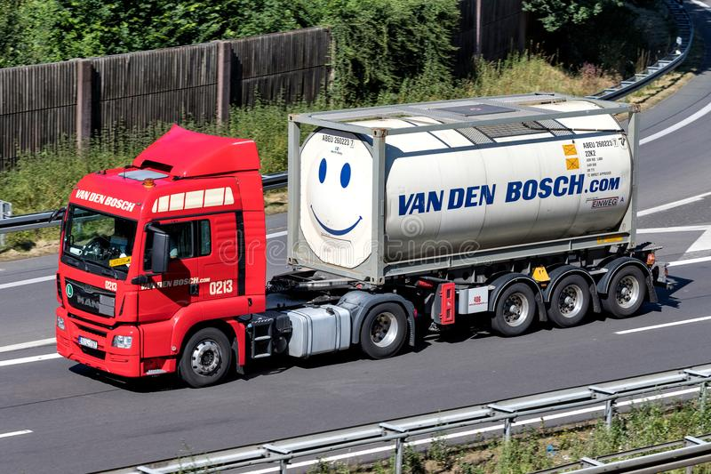 Тележка Van вертепа Bosch на шоссе стоковые изображения rf