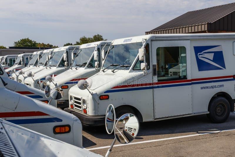 Тележки почты почтового отделения USPS Почтовое отделение ответственно за обеспечивать доставку почты IX стоковые фотографии rf