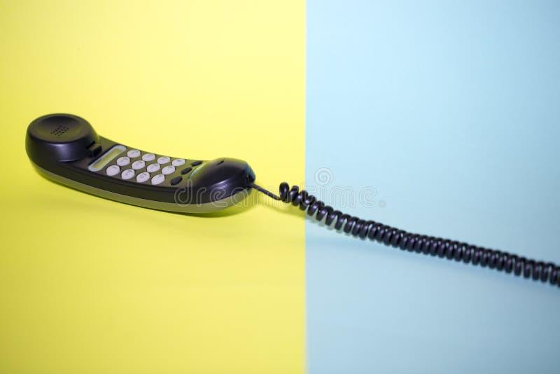 Телефонная трубка и фиксированный телефон с набирать тона стоковое фото rf
