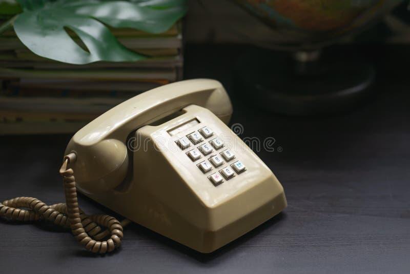 Телефонная трубка крупного плана винтажного телефона стоковые фото