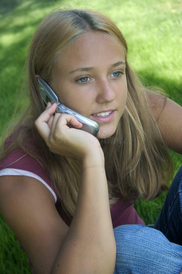телефон девушки стоковые изображения