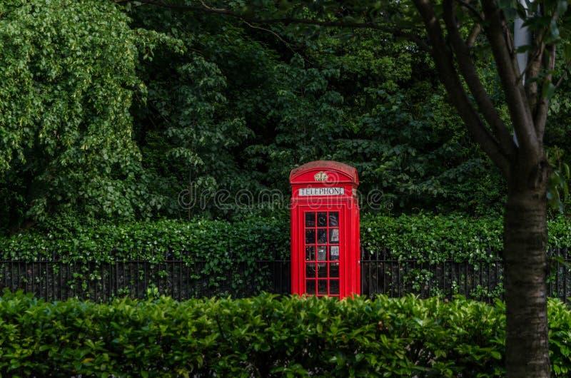 Телефон кабины в Лондоне, июне 2015 Англия/Великобритания стоковые фото