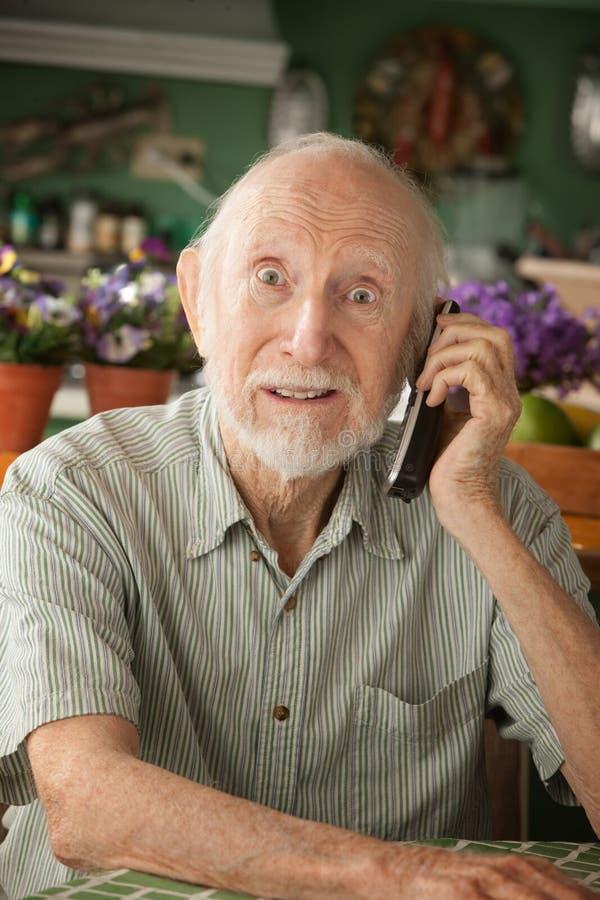 телефон старшия человека стоковое изображение rf