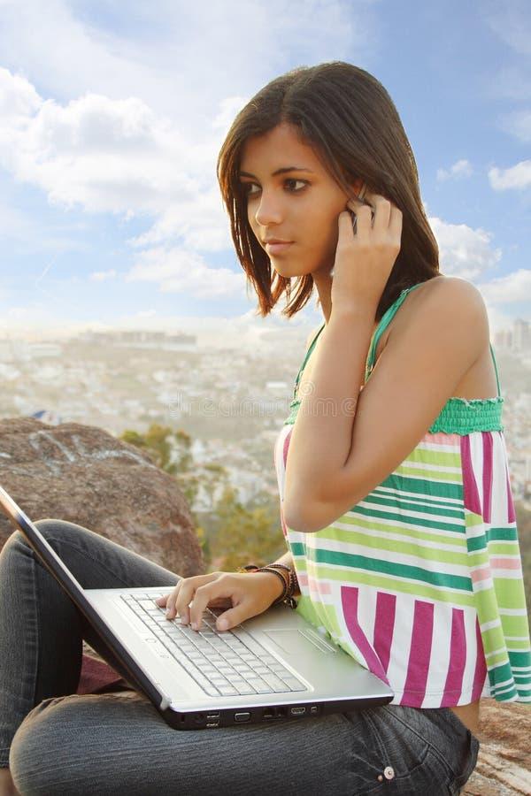 телефон тетради предназначенный для подростков стоковые изображения rf