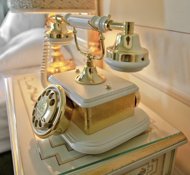 телефон типа золота богато украшенный ретро стоковое фото rf