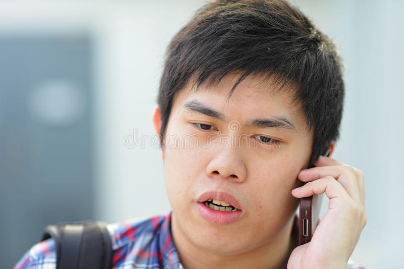 телефон человека звонока стоковое изображение