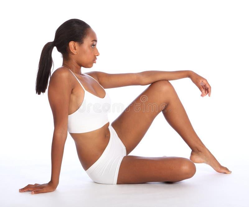 Тело красивейшей женщины афроамериканца худенькое стоковое изображение rf