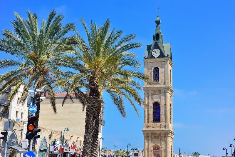 ТЕЛЬ-АВИВ, ИЗРАИЛЬ - АПРЕЛЬ 2017: Башня с часами на улице Yefet в o стоковое изображение rf