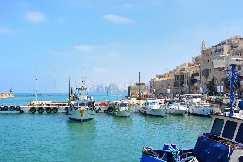ТЕЛЬ-АВИВ, ИЗРАИЛЬ - АПРЕЛЬ 2017: Старый порт Яффа в полдень стоковое изображение