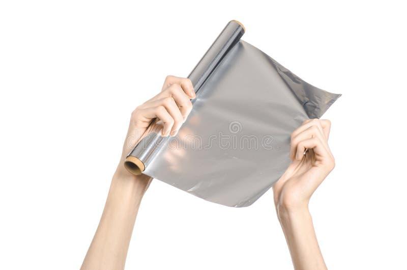 Тема варить и shisha: человеческая рука держа фольгу изолированный на белой предпосылке в студии стоковое изображение rf
